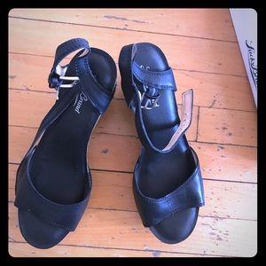 Sandals on platform, new, 7.5